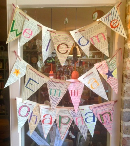 31 - WELCOME SIGN AT MUCH ADO BOOKS, ALFRISTON